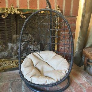 Swinging dog/cat bed